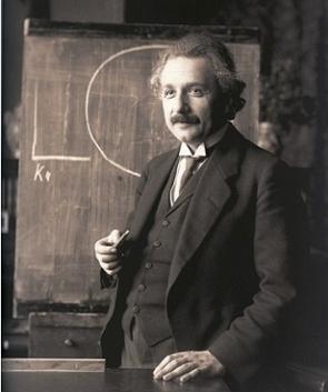 Foto de Albert Einstein numa aula aos 42 anos