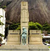 Foto do Monumento em homenagem aos mortos na Intentona Comunista